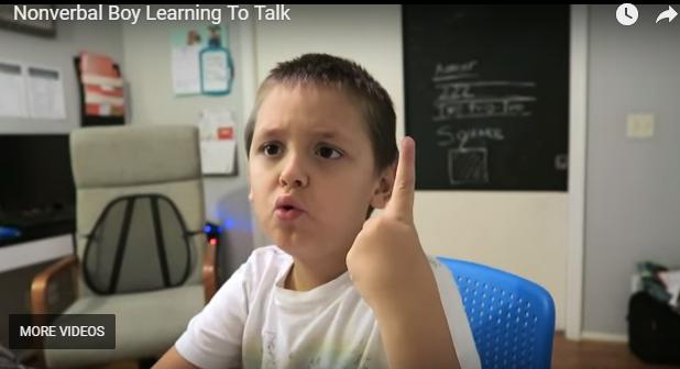 Bambino nono verbale impara a parlare